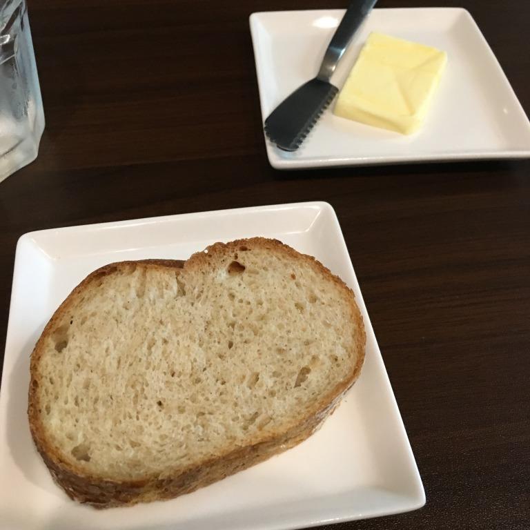 ビストロはらぺこキッチン自家製パン